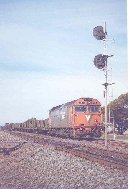 G517 idles in Pimpinio loop on 6BY4. August 1997 by Hellbilly